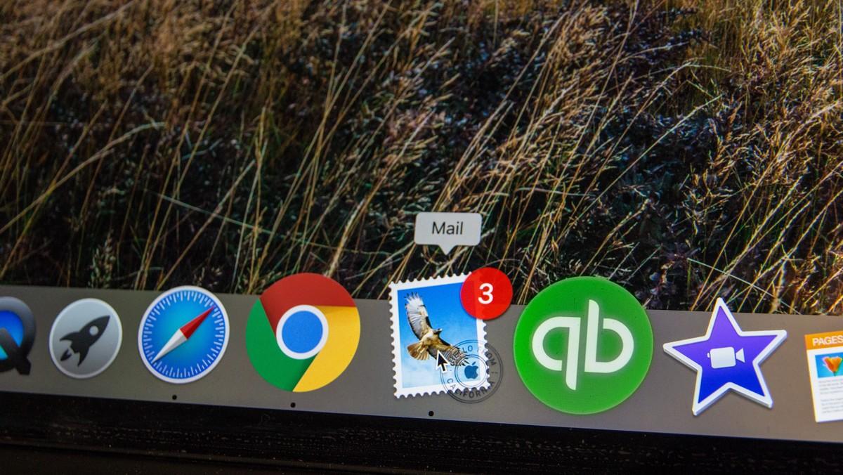 Příchozí e-mail zobrazovaný na liště.
