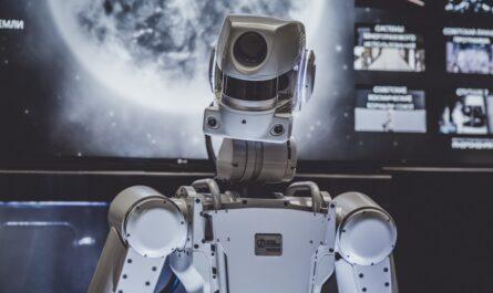 Roboti nabývají nejrůznějších podob. Takto si každý představuje robota.