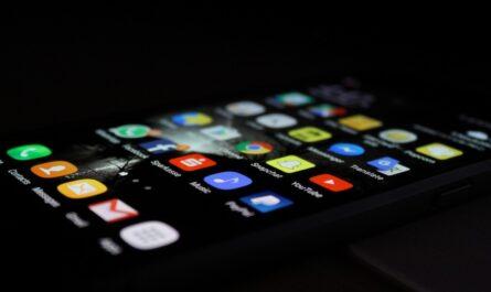 Android systém zobrazený na mobilním telefonu.