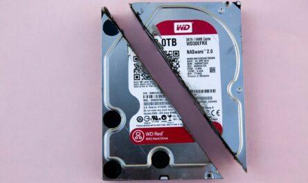 Zálohy dat mohou být prováděné na externí disk.