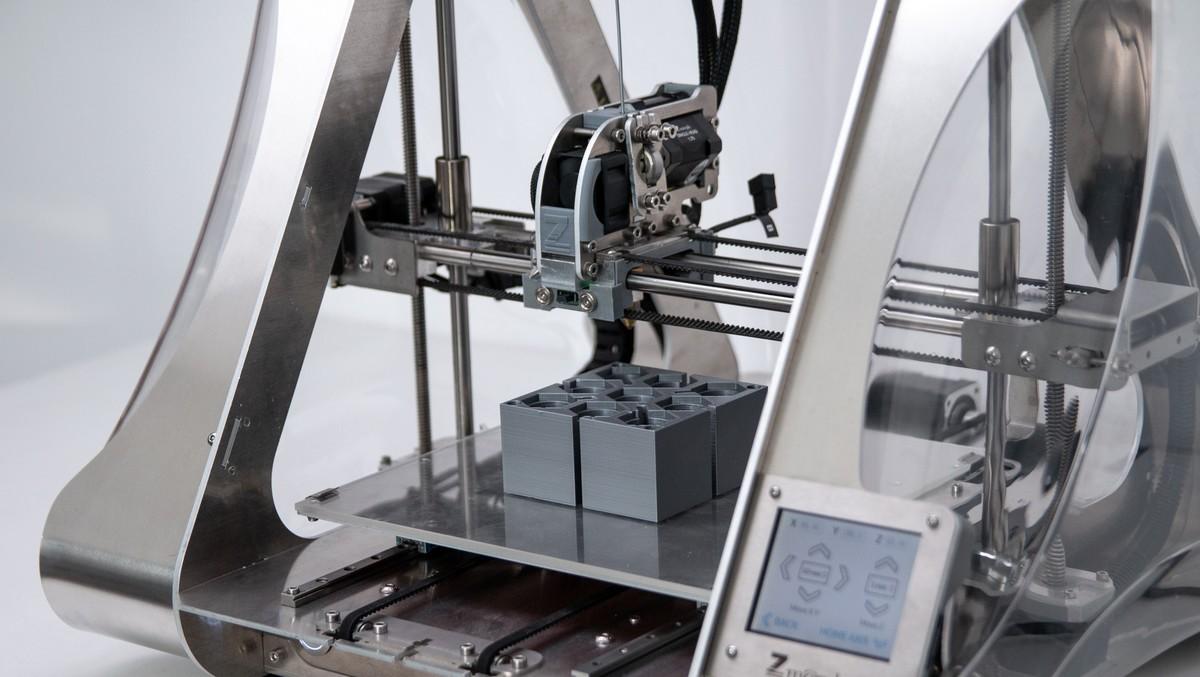 Takhle nějak vypadá konstrukce 3D tiskárny.